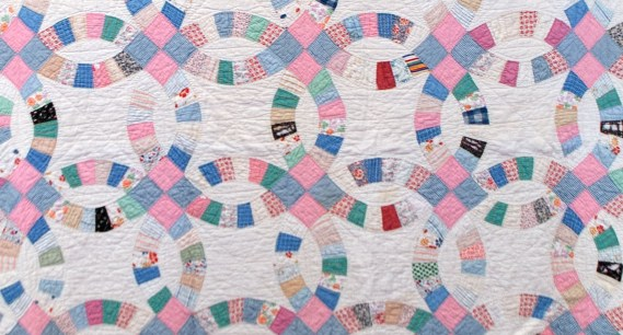 Insane image in free printable double wedding ring quilt pattern