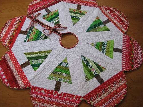 Get free pattern modabakeshop.com - Christmas Tree Skirt Quilt Patterns Free Quilt Patterns